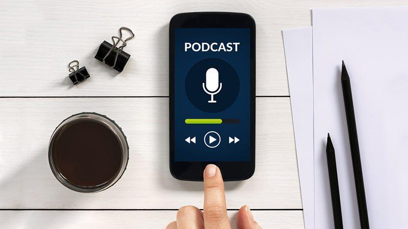 Podcasts sind praktisch und und können sehr hilfreich sein.